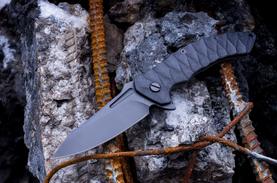 Folding knife flipper
